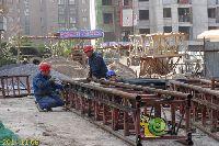 新科状元城工人师傅正在紧张施工中