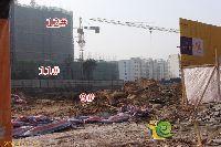 绿都枫景上东11#楼建到5层左右,9#楼正在挖地基