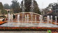 中波褐石公园入口处喷泉水系