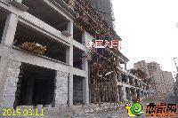 华天公馆一期1#、5#、沿街商铺正进行墙砖砌筑