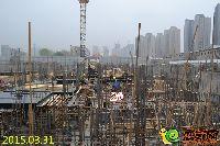 林溪湾2#楼正进行负二层墙柱模板安装