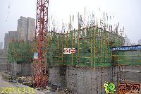 忆通壹世界21#楼正进行一层墙柱绑钢筋