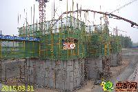 忆通壹世界20#楼正进行负一层地下室墙柱砼浇筑