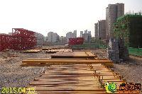 忆通壹世界21#楼前摆放整齐的钢料