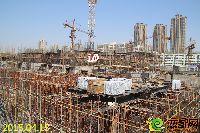 新乡林溪湾1#楼正进行地上一层墙柱钢筋建设