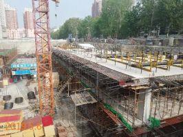 中央财富广场4#楼、幼儿园地基已打好,地下车库即将做好