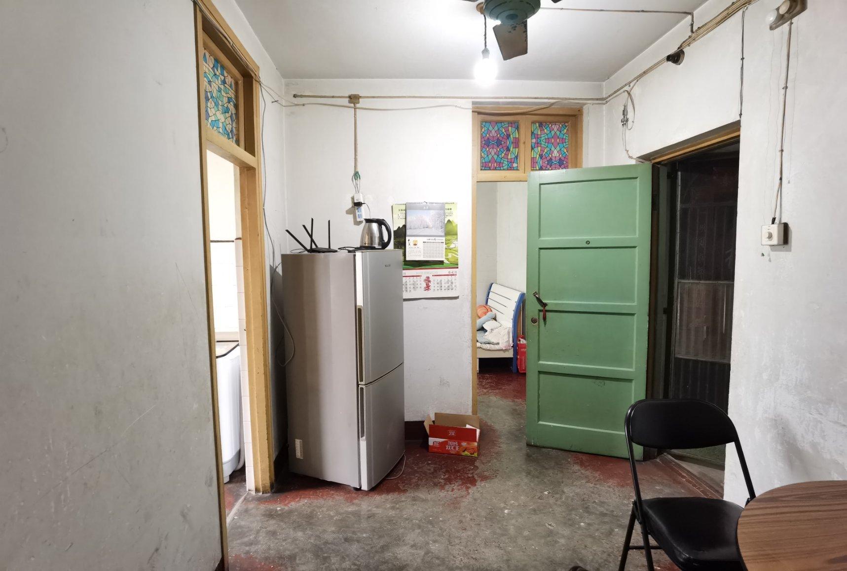 二院 啤酒厂家属院 简装2室 61平 单价4千7 可按揭可谈