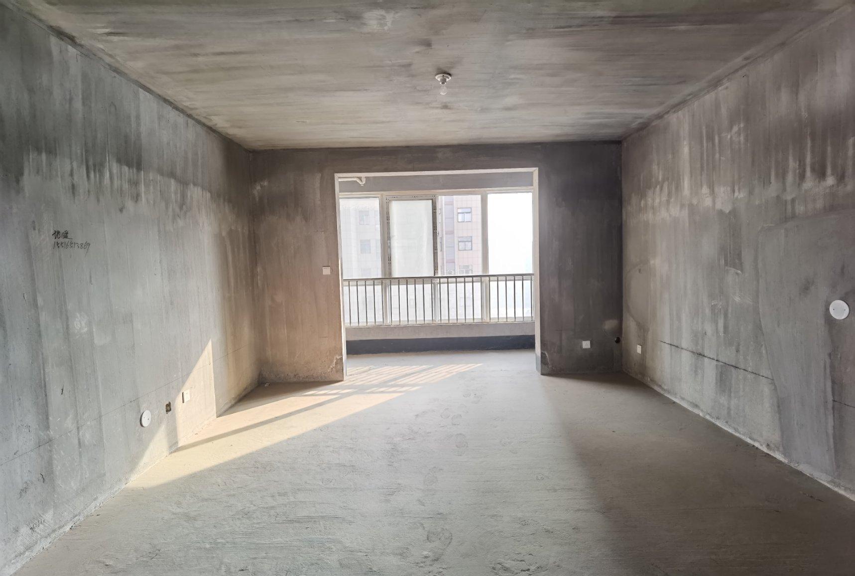 东郡对面 新科状元城毛坯3室 140平111万 单价7千9