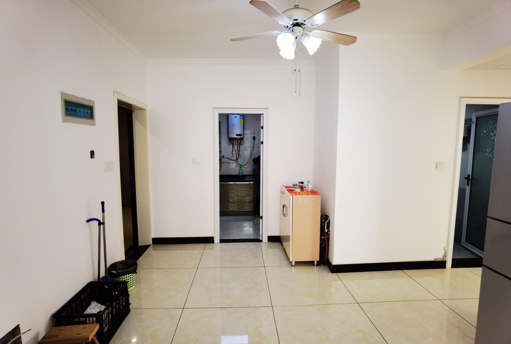 正商城 精装2室 89平76万 阳光房 单价8千4 家俱家电