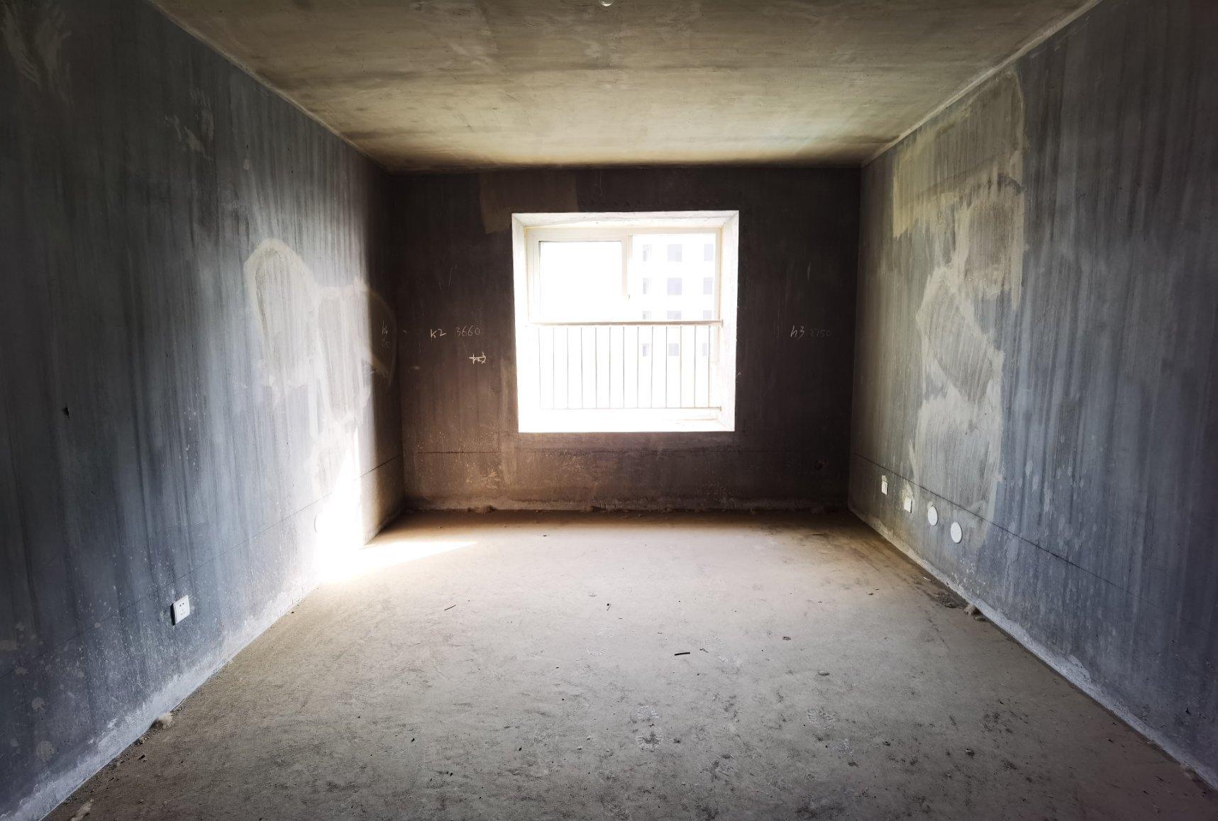 二院 都市名城 毛坯3室 109平 三面采光 有钥匙