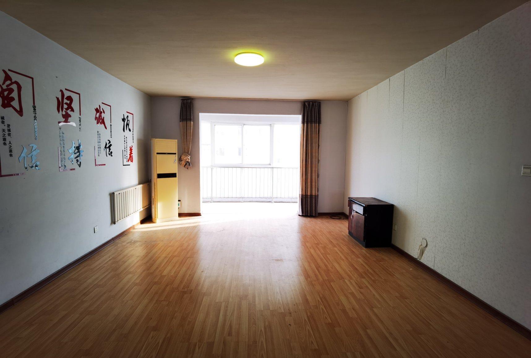 东郡西苑 简装4室 176平142万 单价八千 南北通透