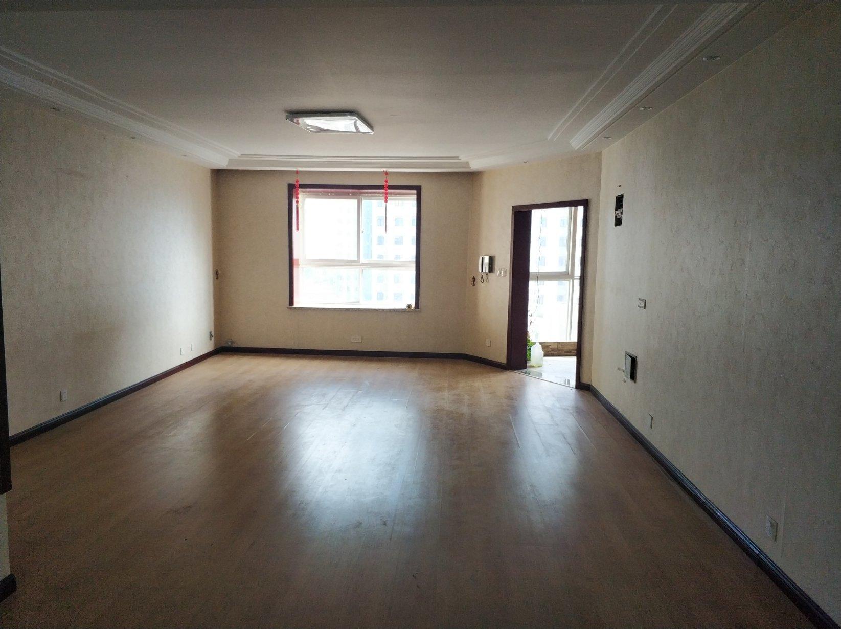 明德新一中 东方家园 精装3室 153平155万带入户花园