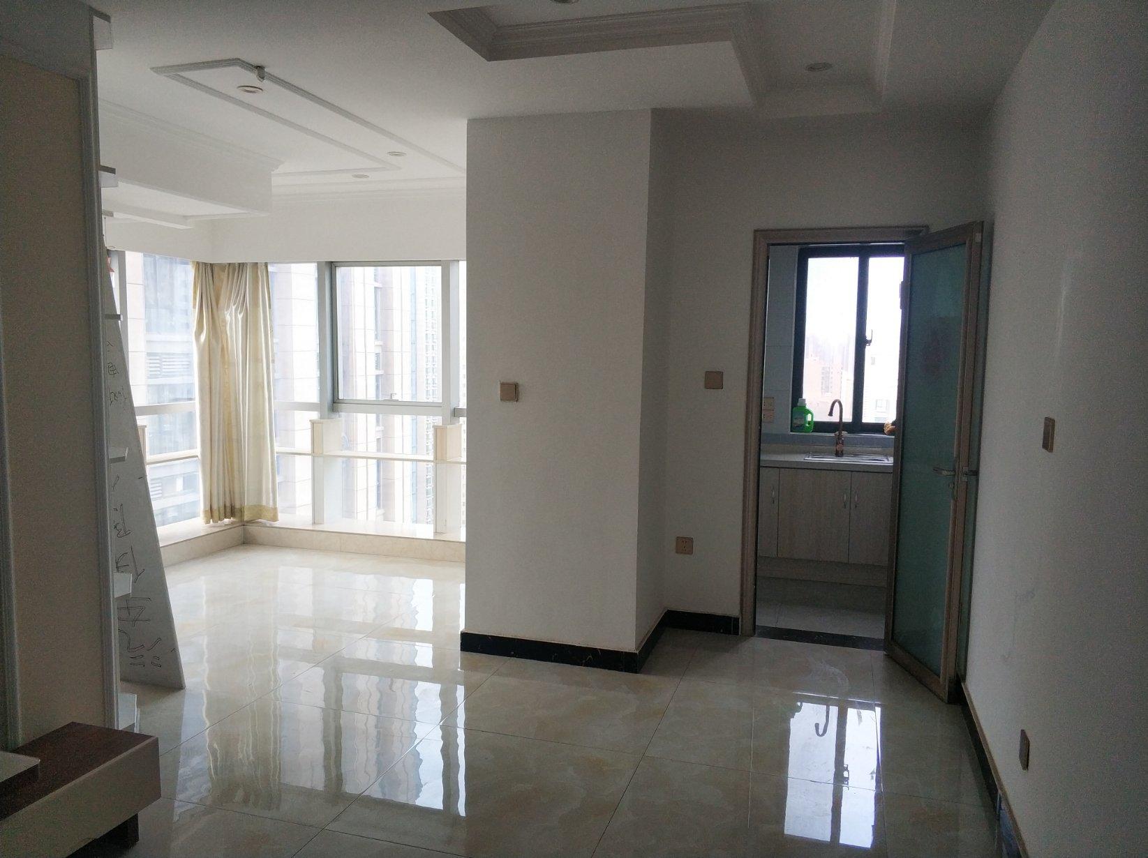 新一中 伟业公寓 精装1室2厅 东北 看房有钥匙